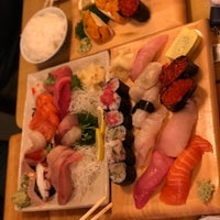 Foto tomada en Tomoe Sushi por Go Find Alice el 2/10/2018