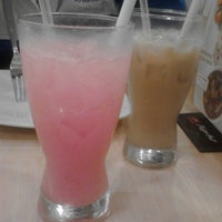 Photo taken at Pizza Hut by Trivena S. on 2/27/2014