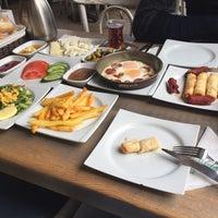 3/19/2018 tarihinde Eren E.ziyaretçi tarafından Linaria Café & Patisserie'de çekilen fotoğraf