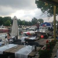 6/28/2013 tarihinde Şahin E.ziyaretçi tarafından Göksu Marine Restaurant'de çekilen fotoğraf