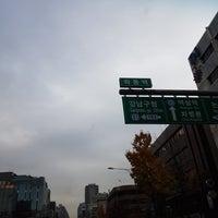 Photo taken at 학동역사거리 by Changhwan K. on 11/16/2017