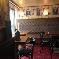 Foto diambil di Mollie's Irish Pub oleh Irina A. pada 5/18/2013