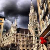 Das Foto wurde bei Marienplatz von VIP A. am 7/4/2013 aufgenommen
