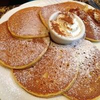 รูปภาพถ่ายที่ Richard Walker's Pancake House San Diego โดย Ian เมื่อ 10/21/2012