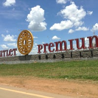 Das Foto wurde bei Outlet Premium Brasília von Davi G. am 2/18/2013 aufgenommen
