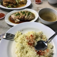 Photo taken at Ipoh Hainan Chicken Rice by Dafoe82 on 3/31/2017