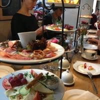 Das Foto wurde bei Café Maria von Claudia B. am 9/15/2013 aufgenommen