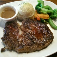 Photo taken at Outback Steakhouse by Fred S. on 11/3/2014