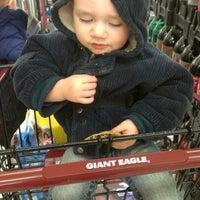 Photo taken at Giant Eagle Supermarket by Loriena P. on 3/29/2013