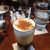 Photo taken at Papa Cigar Lounge Bar by Di T. on 4/7/2014