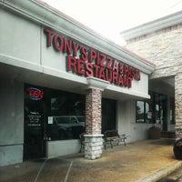 Das Foto wurde bei Tony's Pizza & Pasta von Kevin G. am 7/15/2013 aufgenommen