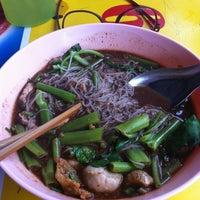 Photo taken at ก๋วยเตี๋ยวเรือ อยุธยา ปากซอยปรีดีพนมยงค์ 39 by Jira K. on 12/1/2012