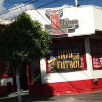 Foto tomada en Red Station Wings por Gilberto C. el 5/31/2013