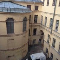 รูปภาพถ่ายที่ Библиотека СПбГУКИ โดย Екатерина С. เมื่อ 9/10/2013
