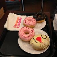 Снимок сделан в Dunkin' Donuts пользователем Ксения К. 3/10/2013