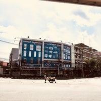 Photo taken at Yommarat Intersection by pimpannt🐽 on 3/4/2018