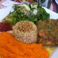 Foto scattata a Mantra Gastronomia e Arte da Leninha R. il 7/22/2013