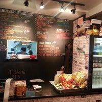 2/7/2013 tarihinde Vince J.ziyaretçi tarafından Xe Máy Sandwich Shop'de çekilen fotoğraf