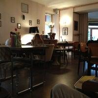 Das Foto wurde bei Café Hilde von Rebecca M. am 1/6/2013 aufgenommen