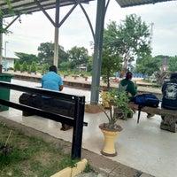 Photo taken at Samrong Thap Railway Station (SRT2261) by Warothai P. on 8/11/2018