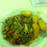 Photo taken at Restaurante Chinês by Lorena B. on 3/2/2013
