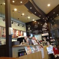Photo taken at TOM N TOMS COFFEE by Jihoon Y. on 2/7/2013