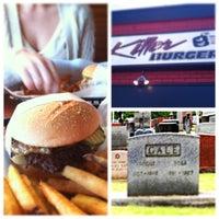Das Foto wurde bei Killer Burger von Nathan G. am 6/1/2013 aufgenommen