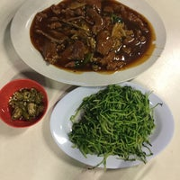 Photo taken at Geylang Lorong 9 Beef Kway Teow by Priscilia T. on 2/10/2017