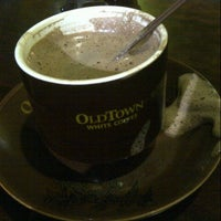 Photo taken at OldTown White Coffee by shiorie h. on 10/28/2012