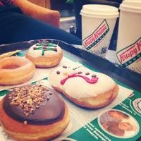 Photo prise au Krispy Kreme par Ira L. le12/15/2013