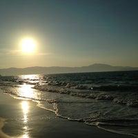 Foto tirada no(a) Praia de Jurerê Internacional por Rodrigo Falcetta L. em 6/9/2013