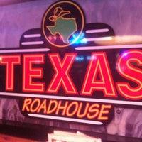 Photo taken at Texas Roadhouse by Mi T. on 4/28/2013