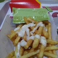 Photo prise au McDonald's par Martin K. le4/15/2013