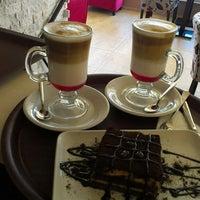 Photo taken at Kahve Devri Cafe & Restaurant by Ferdi T. on 8/1/2013