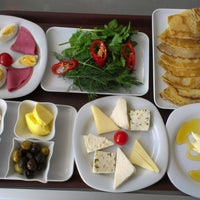 Photo taken at Kahve Devri Cafe & Restaurant by Ferdi T. on 7/15/2013