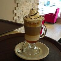 Photo taken at Kahve Devri Cafe & Restaurant by Ferdi T. on 6/20/2013