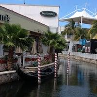 Foto tomada en La Isla Shopping Village por Jorge A. el 4/29/2013