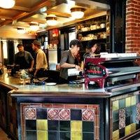 Foto tomada en Intelligentsia Coffee por Cheng Hui C. el 7/14/2013