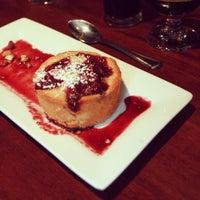 Foto tirada no(a) Highland Tap and Burger por Highland T. em 12/22/2012