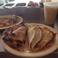 Foto tomada en Tacos de Barbacoa El Amigo por Pamela 🚲 el 7/20/2013