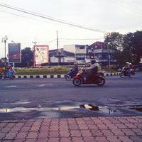 Photo taken at Bundaran DPRD by Ageng B. on 2/11/2013