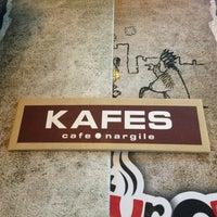 Das Foto wurde bei Kafes Cafe & Nargile von Yusuf K. am 3/31/2013 aufgenommen