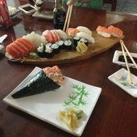 Foto tirada no(a) Kamakura Sushi por Jane Gleice S. em 8/25/2013