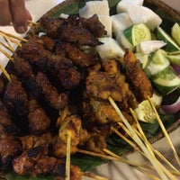Photo prise au Satay Station Original satay Recipe par Aja F. le8/25/2014