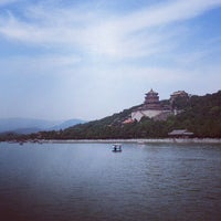 Photo taken at Boat Ride Kunming Lake, Summer Palace by Porntep A. on 8/4/2013