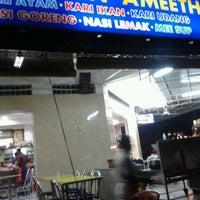 Photo taken at Restoran Ameeth by Jonk M. on 3/28/2013