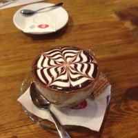 4/6/2013 tarihinde Lotte V.ziyaretçi tarafından Nonloso Caffé & Bar'de çekilen fotoğraf