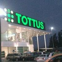 Снимок сделан в Tottus пользователем Esteban G. 2/22/2013