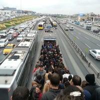 4/17/2013 tarihinde Faik A.ziyaretçi tarafından Cevizlibağ Metrobüs Durağı'de çekilen fotoğraf