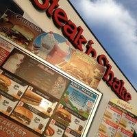 Photo taken at Steak 'n Shake by Pizza Guy on 3/15/2013